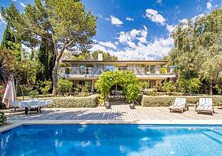 Einzigartige Villa von bester Qualität mit idyllischem Garten