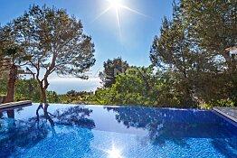 Modernisierte Villa mit Meerblick in Top Wohnlage